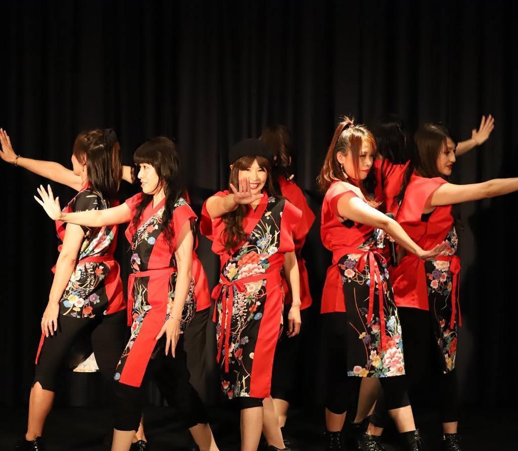 西日本豪雨のチャリティーライブに出演した悪女時代=7月、広島市西区