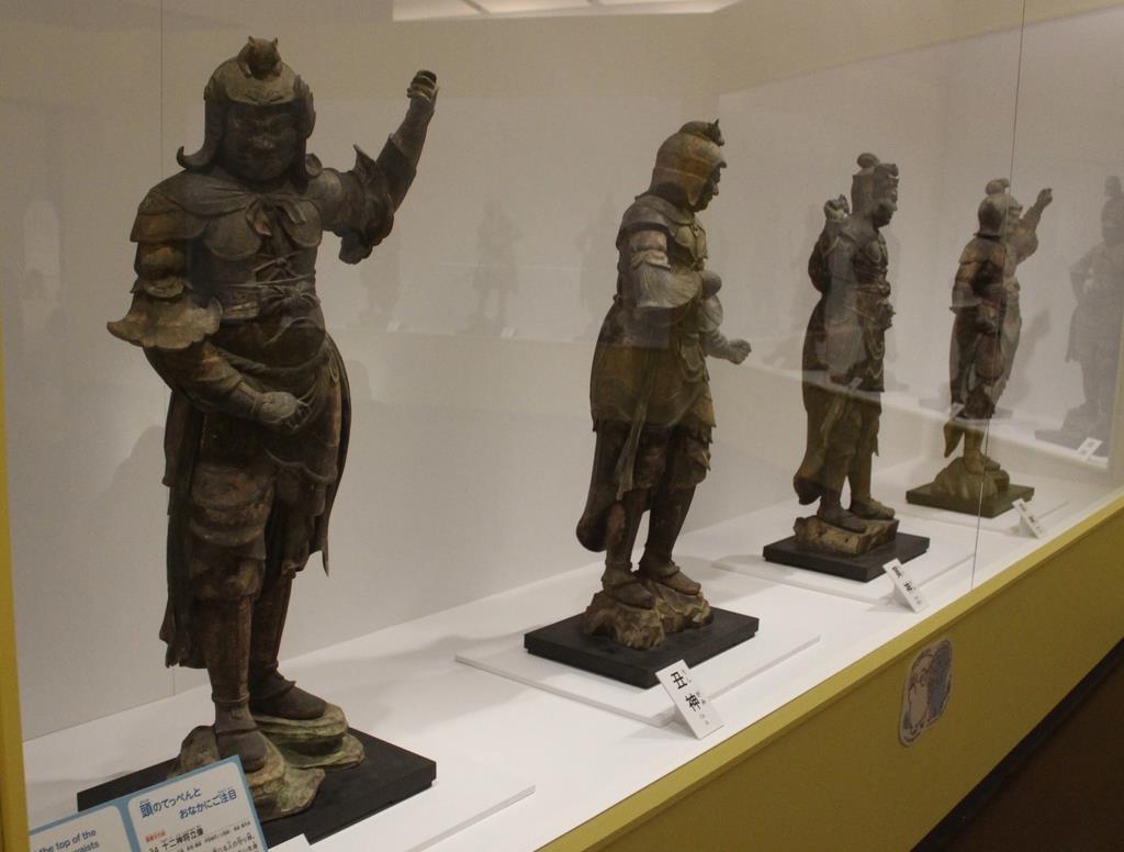 「十二神将立像」(東大寺蔵)には頭頂などに動物の表現も