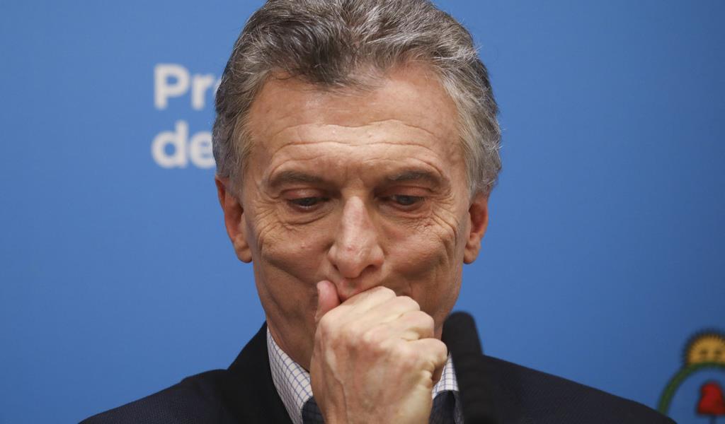 大統領選の予備選挙の投開票が実施された12日、渋い表情をする現職のマクリ大統領=ブエノスアイレス(AP)