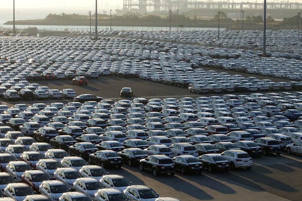 大連港に並ぶ新車(ロイター)