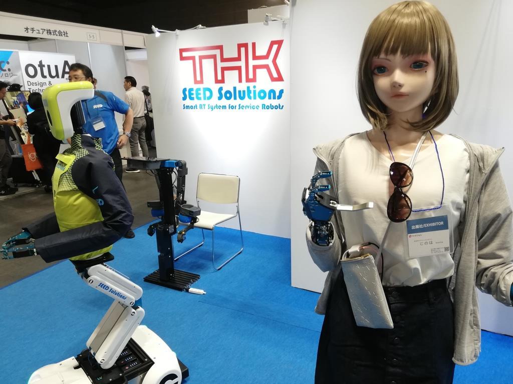 遠隔操作で、まるで人と話しているように感じるアナウンスロボット「このは」=6月、大阪市住之江区のインテックス大阪
