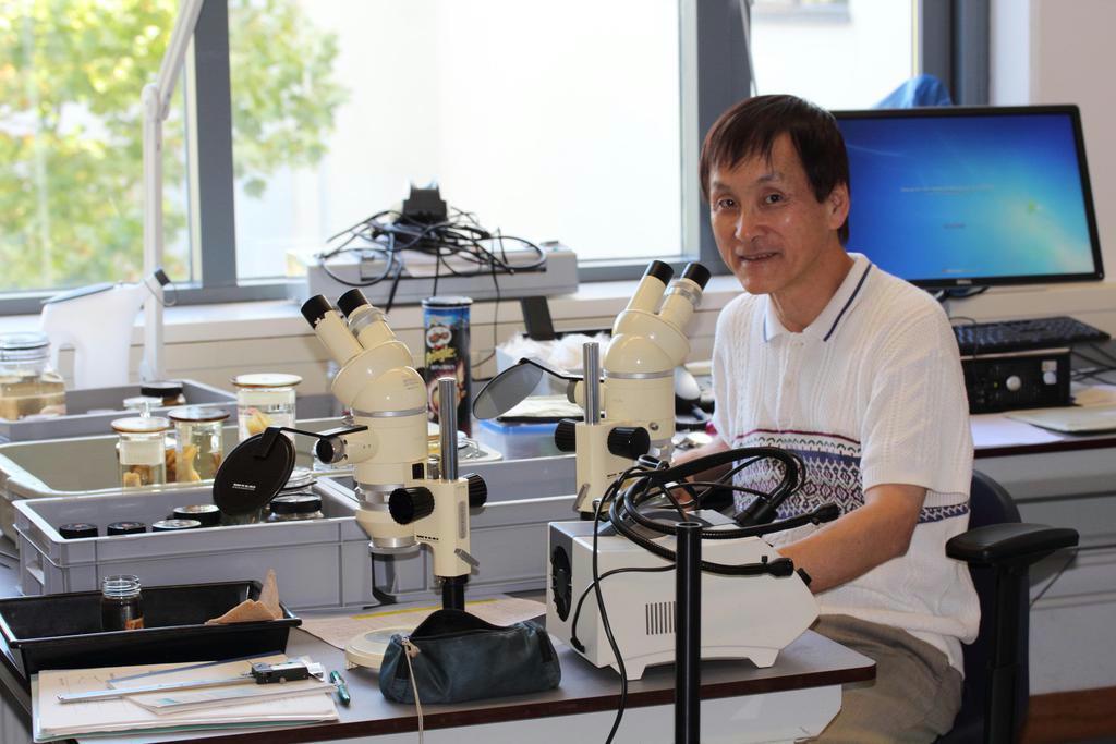 編著者の細谷和海さんは近畿大学名誉教授で、日本魚類学会長。シーボルトの標本を踏まえ、保全分類学の開拓を目指している