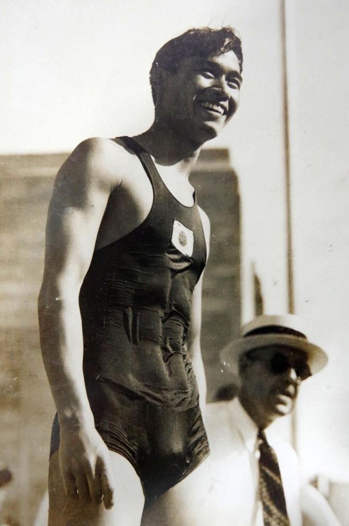 ロス五輪の100メートル自由形決勝で2位に入り、笑顔を見せる河石達吾さん(河石達雄さん提供)