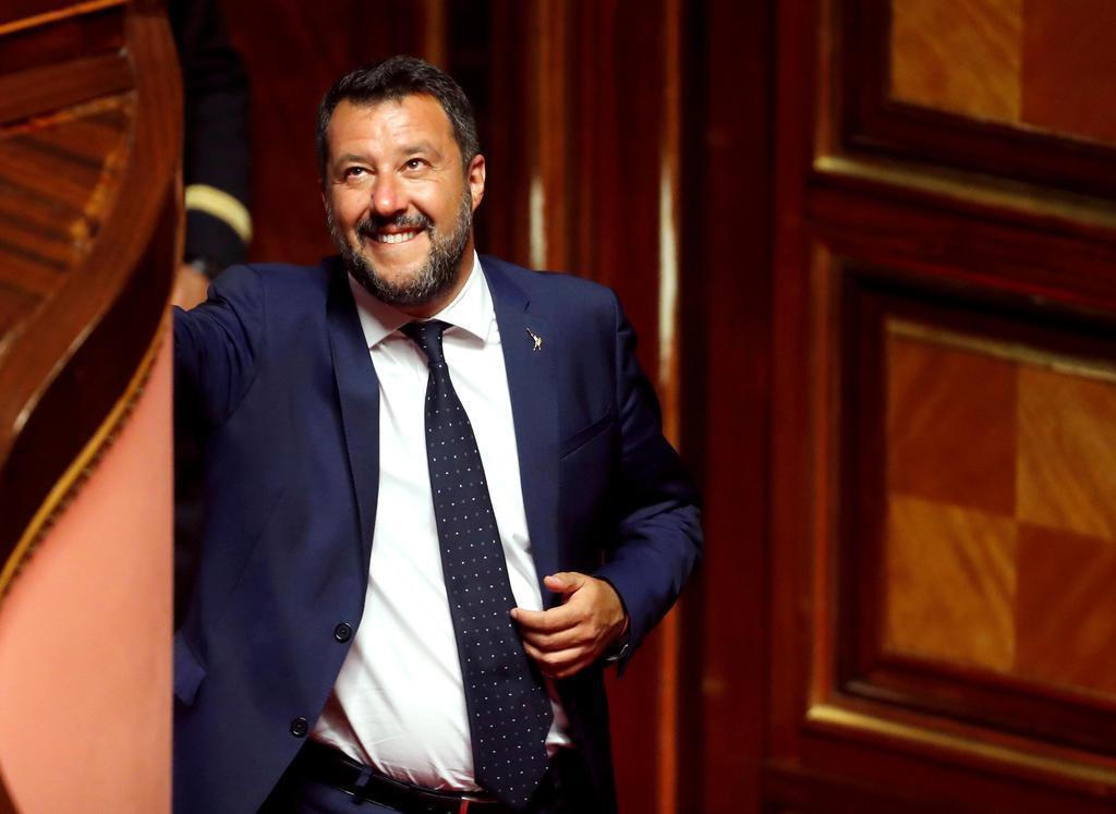 イタリアの上院で笑顔を見せるサルビーニ副首相=5日、ローマ(ロイター)