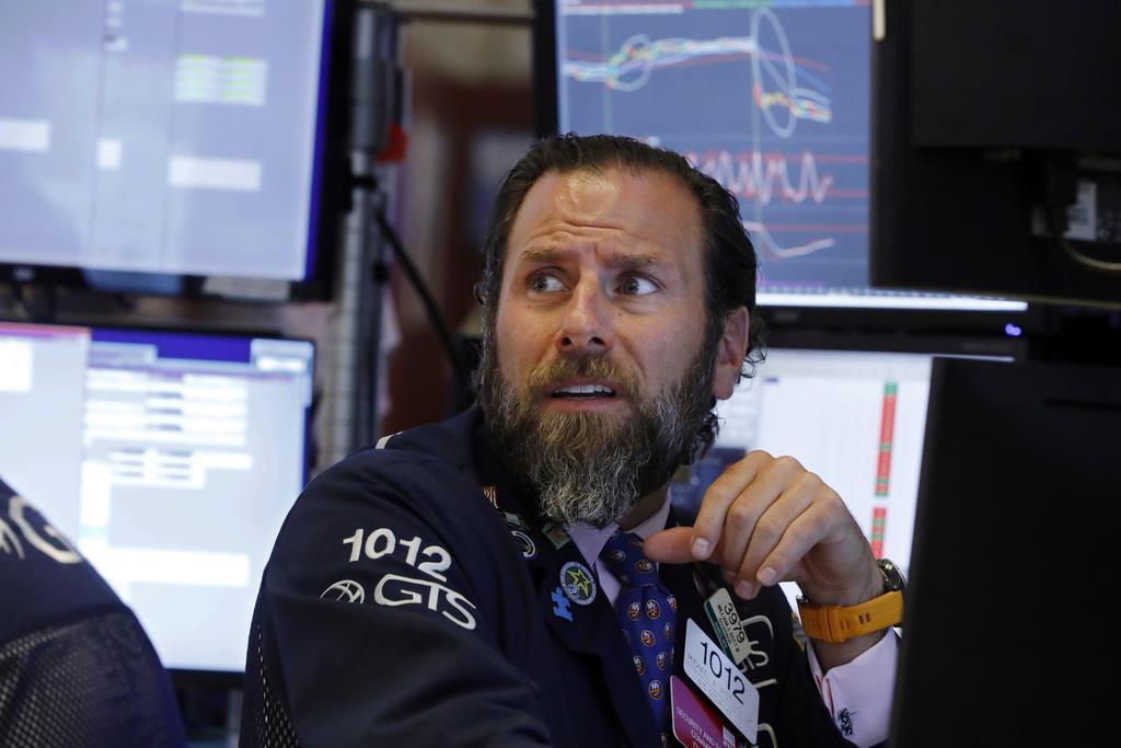 値動きに驚くミカエル・ピスティーロ分析官=14日、ニューヨーク外為市場(AP)