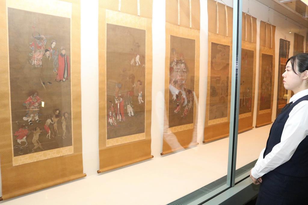 企画展で展示されている「六道絵」=14日、大津市歴史博物館