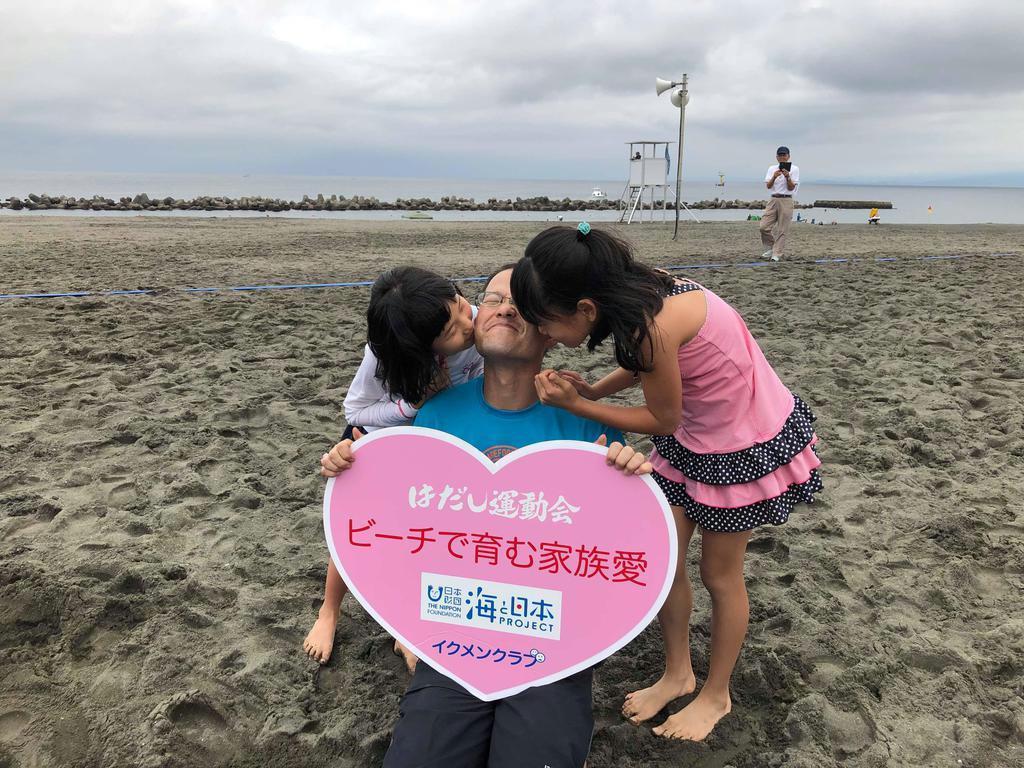 神奈川県平塚市で開かれた「家族対抗はだし運動会」