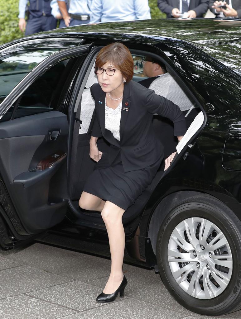 靖国神社の参拝に訪れた自民党の稲田朋美総裁特別補佐=15日午前、東京・九段北