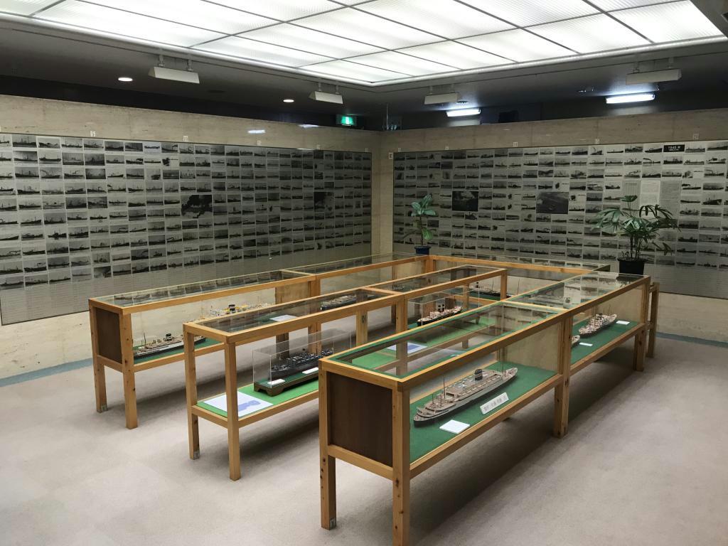 戦没商船のさまざまな資料が展示されている「戦没した船と海員の資料館」