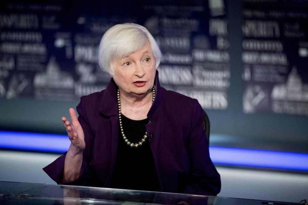 米FOXビジネステレビに出演し、インタビューに答えるFRBのイエレン前議長=14日、ワシントン(AP)