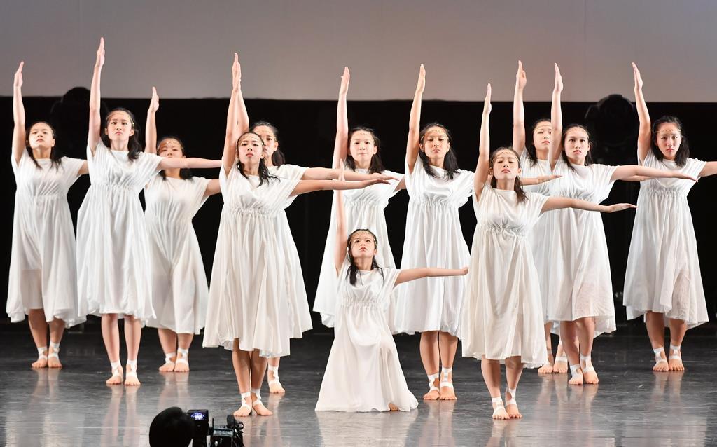 初芝立命館高校(大阪)の演技=15日、横浜市のパシフィコ横浜(宮崎瑞穂撮影)