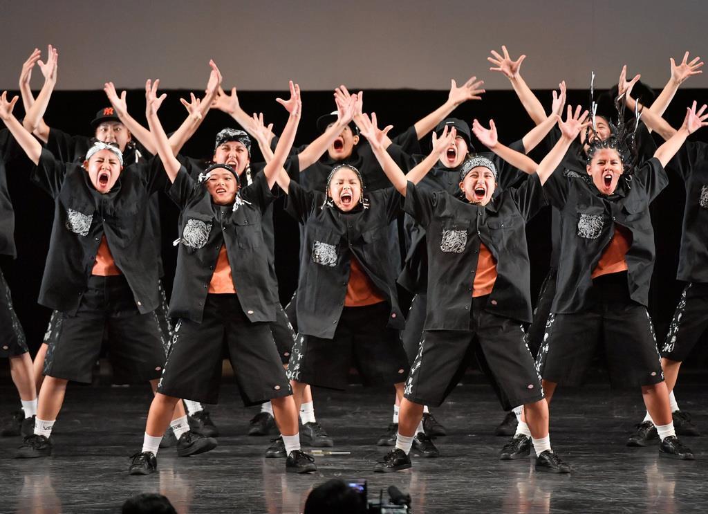 大阪府立柴島高校の演技=15日、横浜市のパシフィコ横浜(宮崎瑞穂撮影)