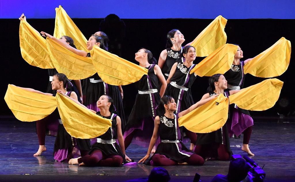四條畷学園高校(大阪)の演技=15日、横浜市のパシフィコ横浜(宮崎瑞穂撮影)