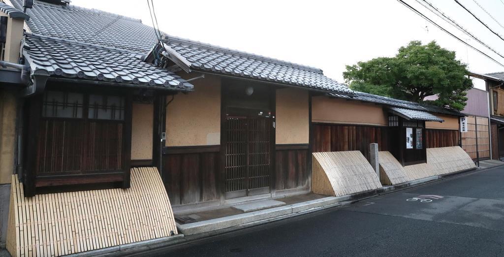初代から約450年続く樂家。家屋は江戸後期の再建で国の登録文化財に指定=京都市上京区(鳥越瑞絵撮影)