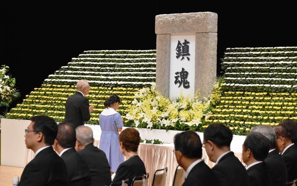 大勢の遺族らが参加した戦没者追悼式=15日午後、文京区の文京シビックホール(天野健作撮影)