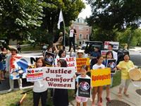 ワシントンの日本大使館前で慰安婦像公開 韓国系団体
