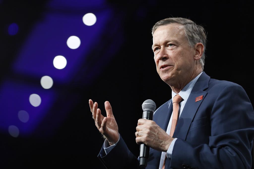 米大統領選の民主党候補指名争いに出馬表明していたコロラド州のジョン・ヒッケンルーパー前知事=10日、アイオワ州デモイン(AP)