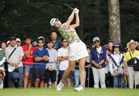 渋野は1打差3位 女子ゴルフ、観衆沸かす