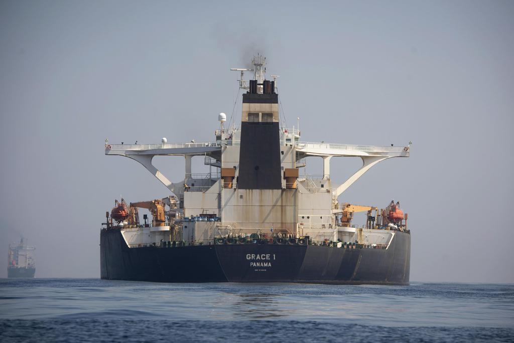 英領ジブラルタルで、拿捕されたイランの大型タンカー=15日(AP)