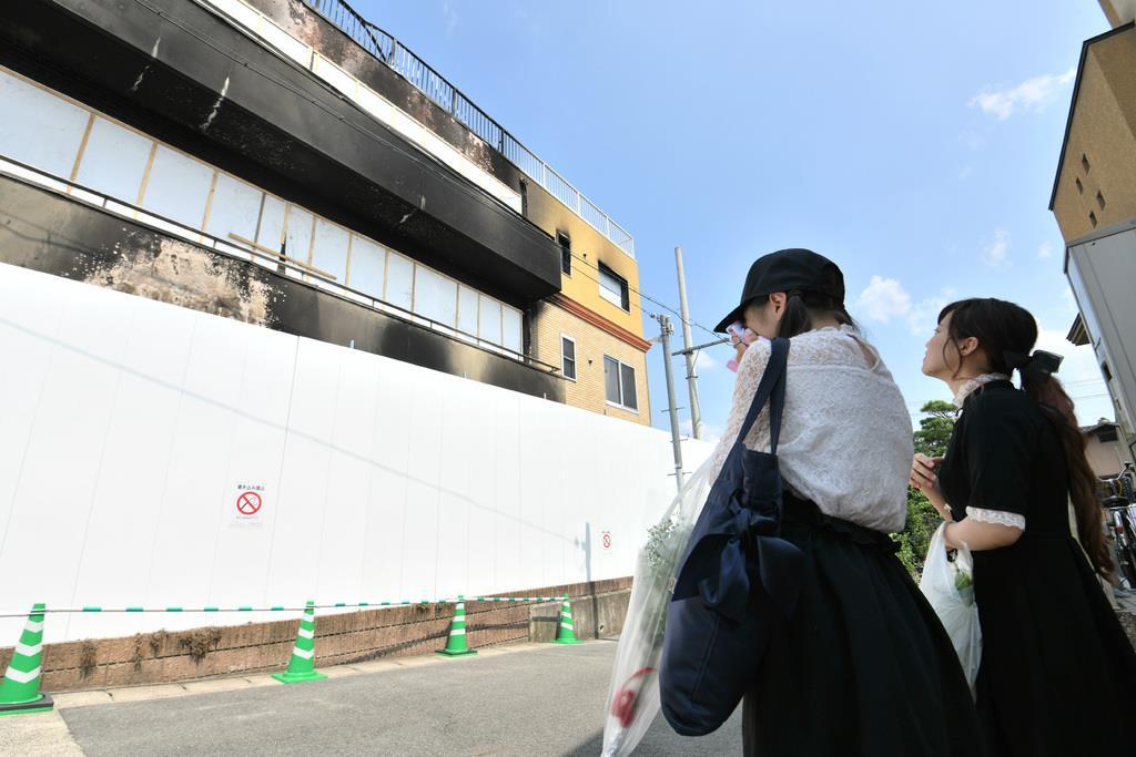 京アニ放火 発生1カ月 追悼と回復の祈り続く