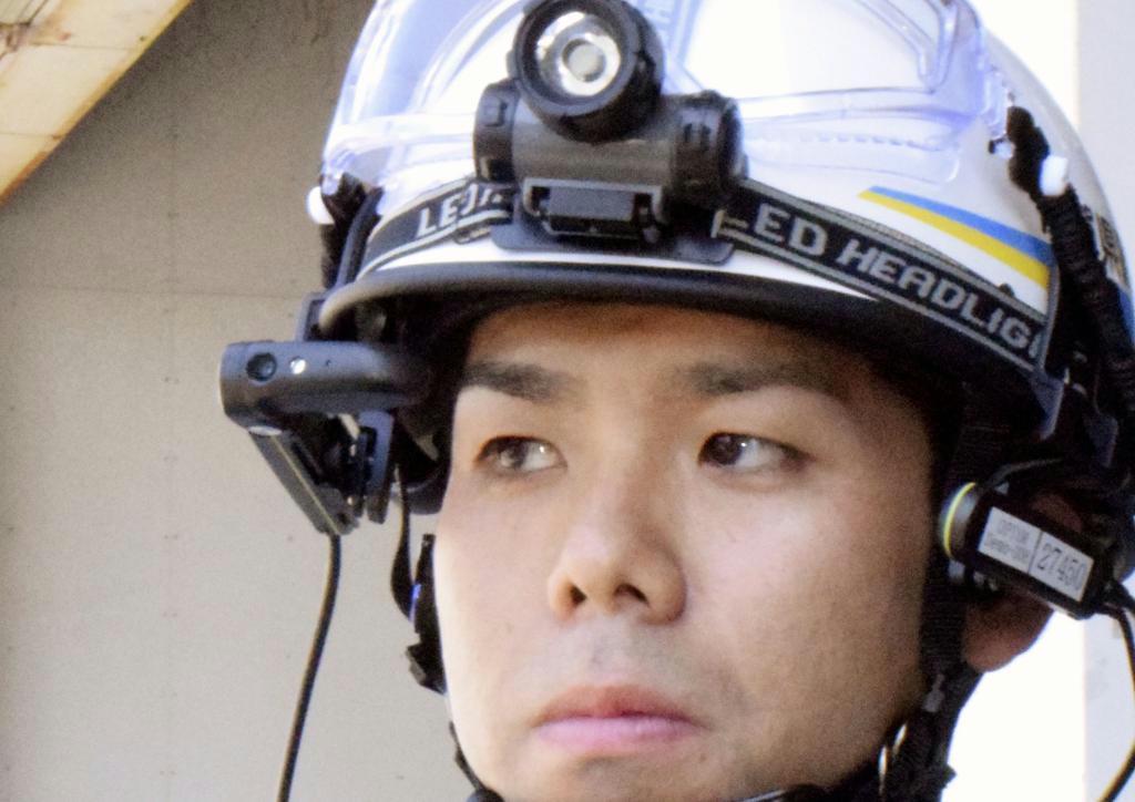佐賀県警機動隊の訓練で装着された眼鏡型端末のスマートグラス