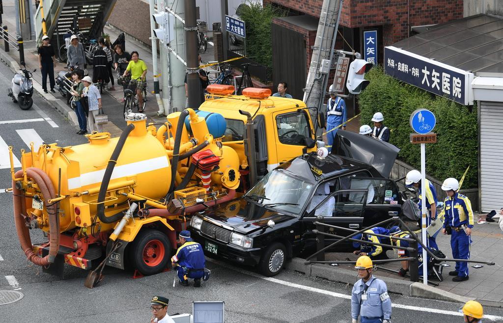 京都でタクシーと作業車、自転車などが絡む交通事故 7人けが