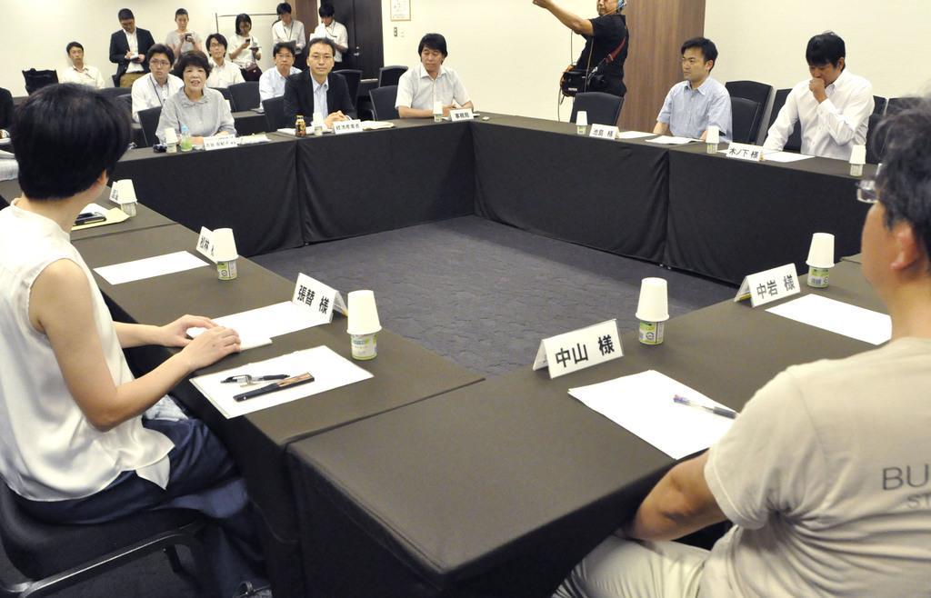 経産省が実施したコンビニオーナーへの聞き取り調査=21日午前、東京都内