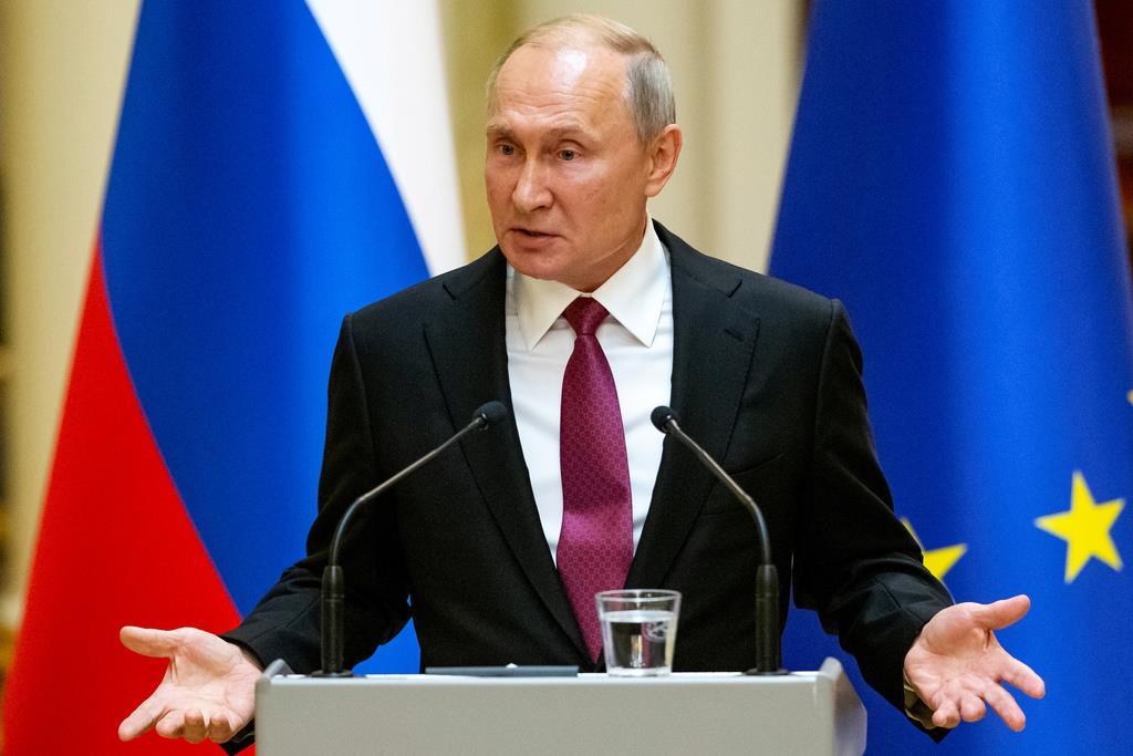 フィンランドを訪問中のプーチン露大統領=21日、ヘルシンキ(ロイター)