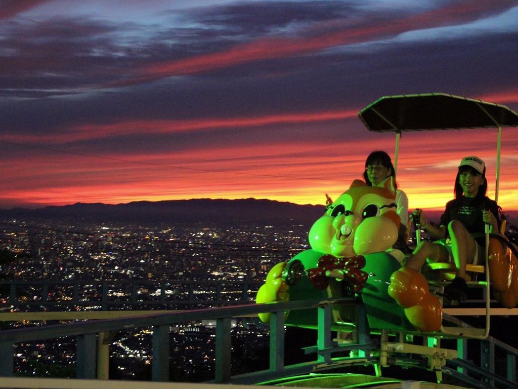 生駒山上遊園地の夜景「クールジャパン」受賞 あべのハルカスを…