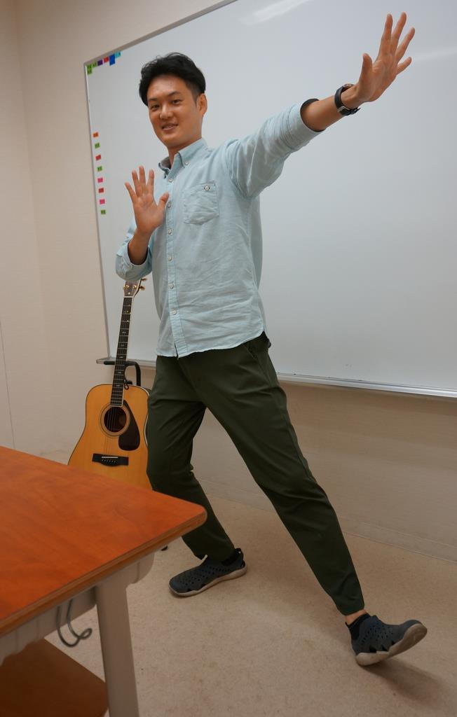 歌って踊って性教育 大阪府第一号の男性養護教諭