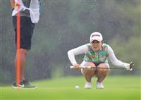 21歳浅井が68で首位 女子ゴルフ第1日