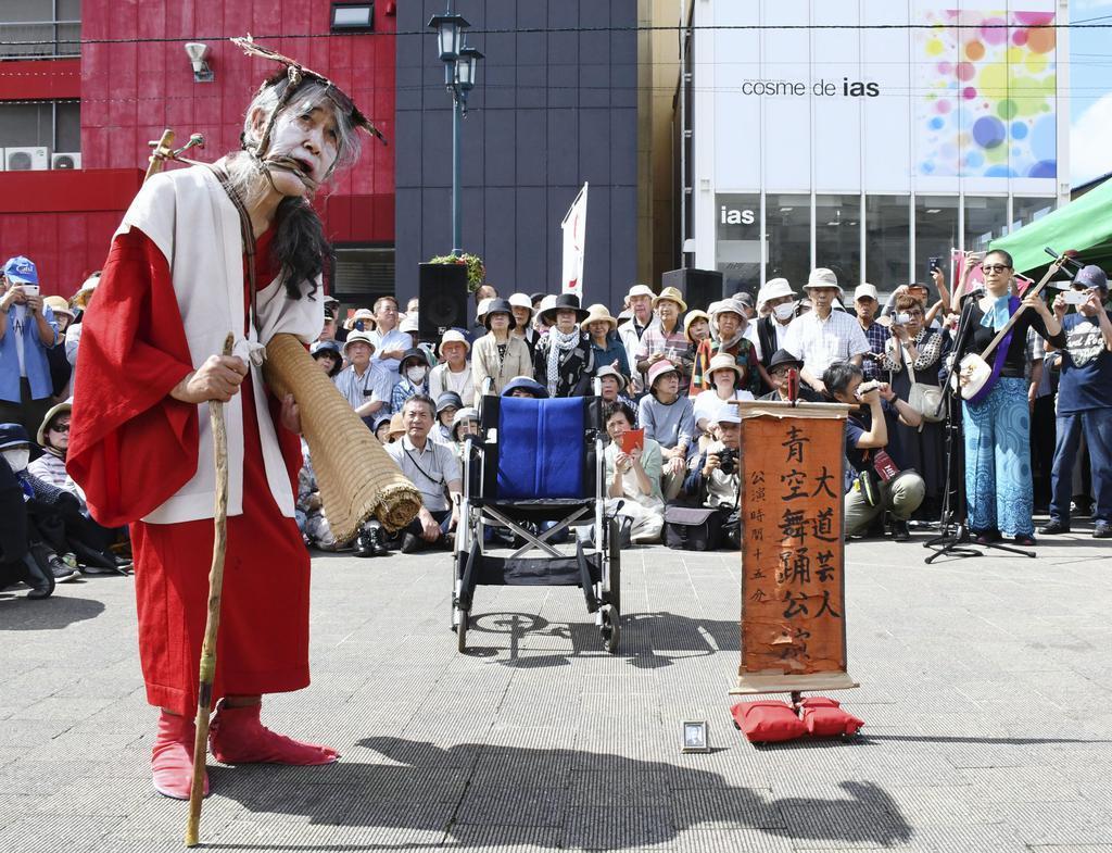 ギリヤークさん故郷函館に 二代目高橋竹山さんと共演
