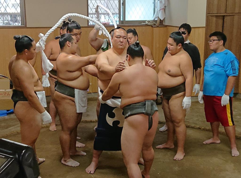 元横綱稀勢の里、引退相撲に向け「綱打ち」