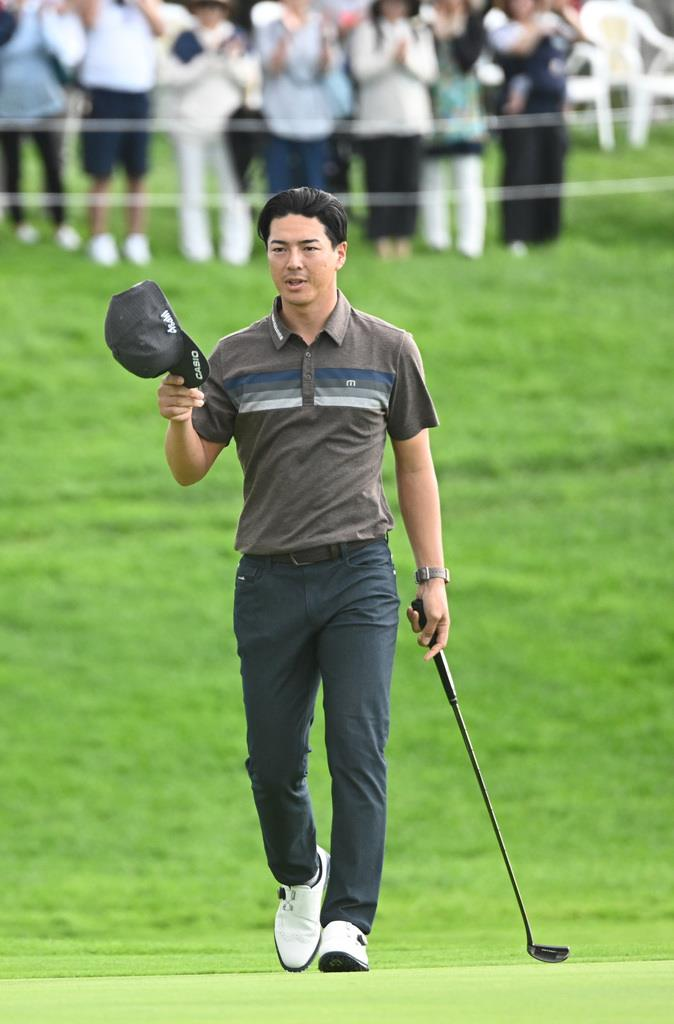 石川遼、首位守る セガサミー杯ゴルフ第3日