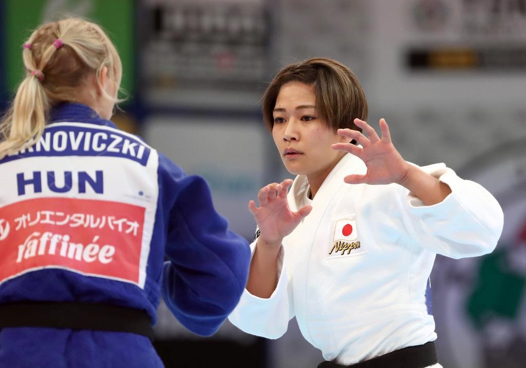 女子48キロ級の渡名喜、決勝進出  世界柔道