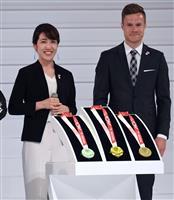 パラあと1年、東京都内で式典 メダル、聖火リレーユニホーム発表