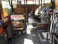 ヒョウ柄、スイーツ 個性派バスで需要喚起へ 大阪メトロ延伸区間で社会実験