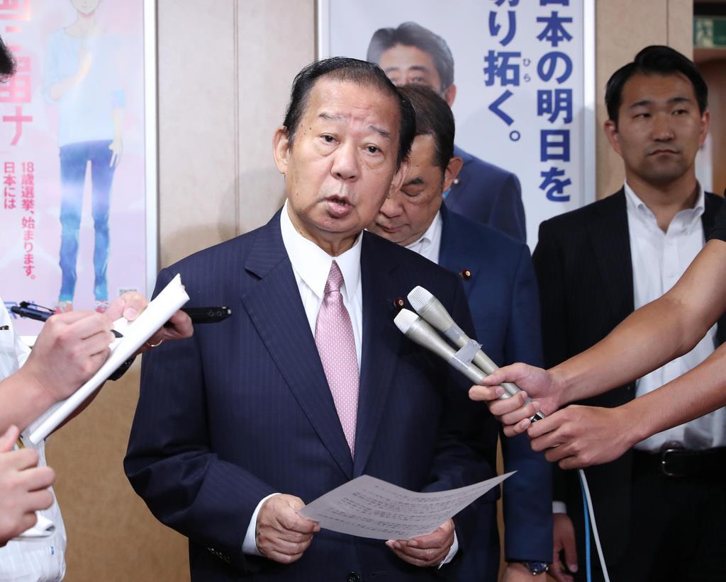 補選に向けて動向が注目される自民党・二階俊博幹事長(春名中撮影)