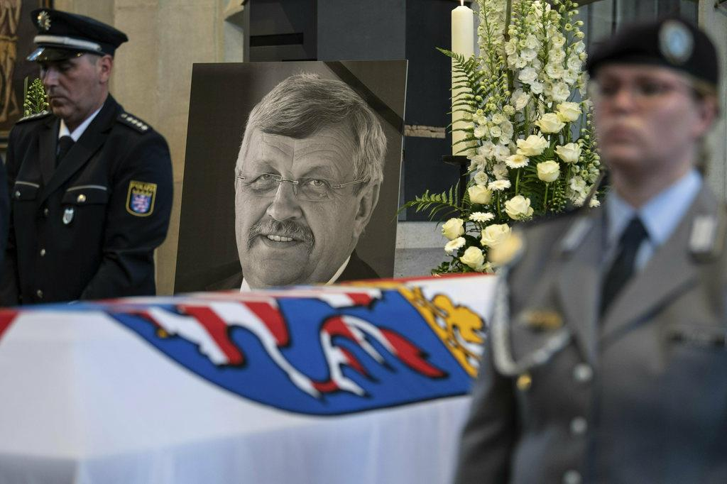 独で戦後初とされる極右による政治家殺害事件の犠牲になったワルター・リュプケ氏の葬儀=6月、中部ヘッセン州カッセル(AP)