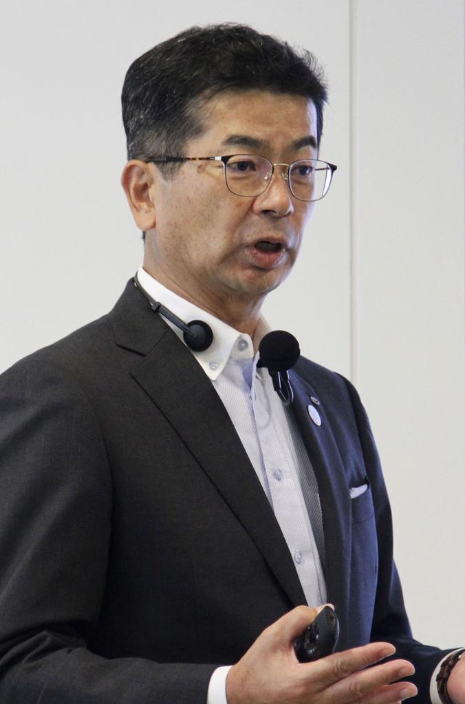 記者会見するNTT西日本の小林充佳社長=26日午後、大阪市