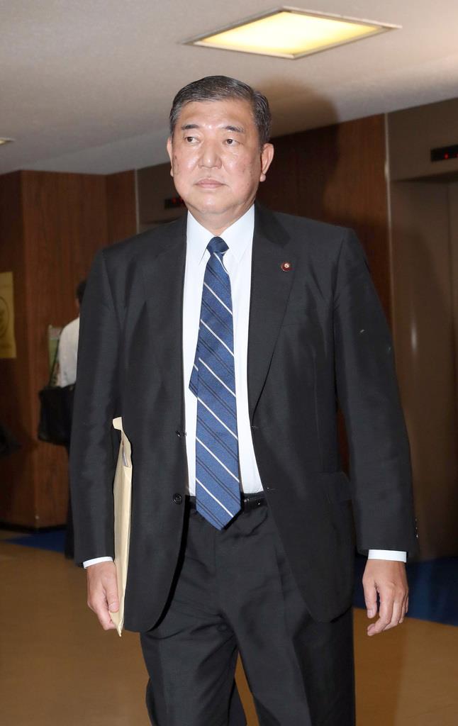 自民党・石破茂氏=28日午後、東京・永田町の自民党本部(春名中撮影)