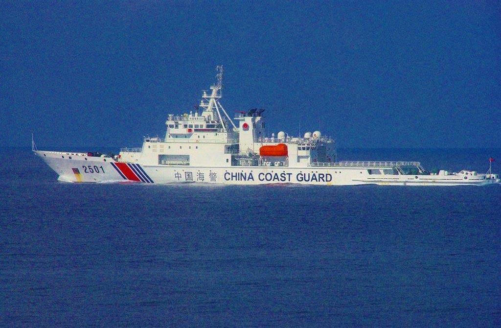 尖閣諸島周辺の海域に侵入が確認されている中国海警局の「海警2501」(海上保安庁提供)