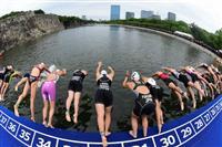 大阪城の堀を泳ぐ スポーツ大会を観光名所で開催
