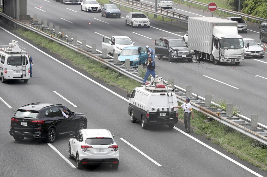 あおり運転立件へ現場で実況見分 脇見か対向車線で衝突事故 - 産経ニュース