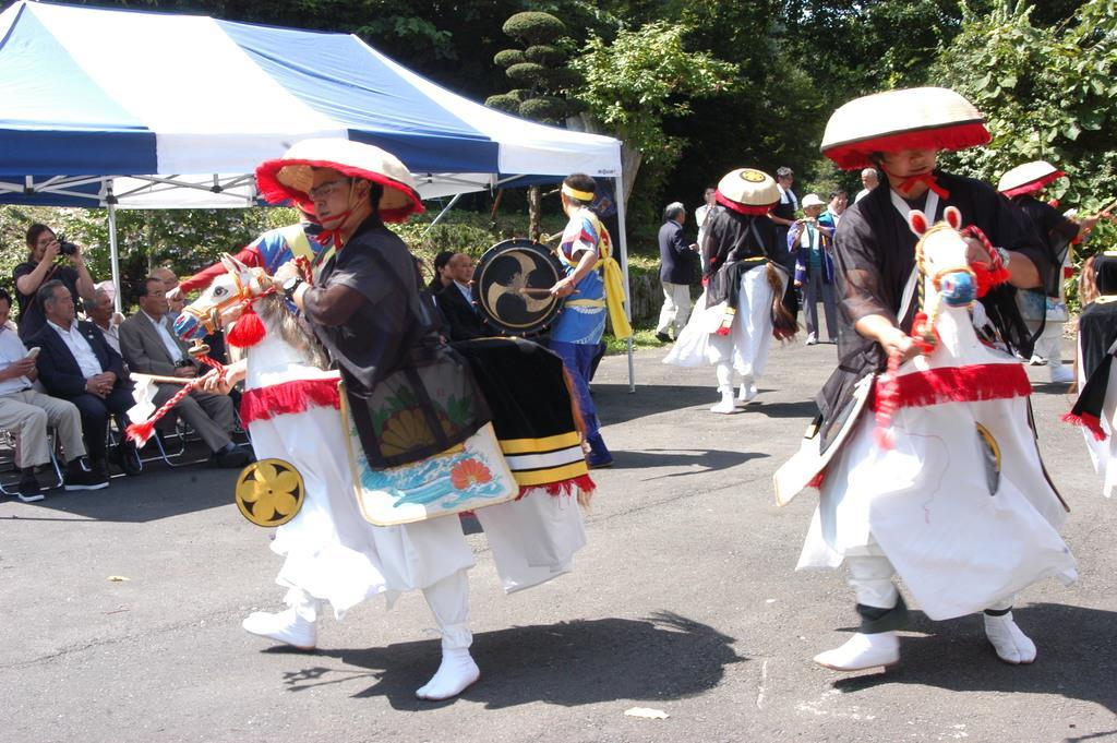 長慶天皇を偲んで村に伝わる駒踊りが披露された=31日、青森県新郷村(福田徳行撮影)