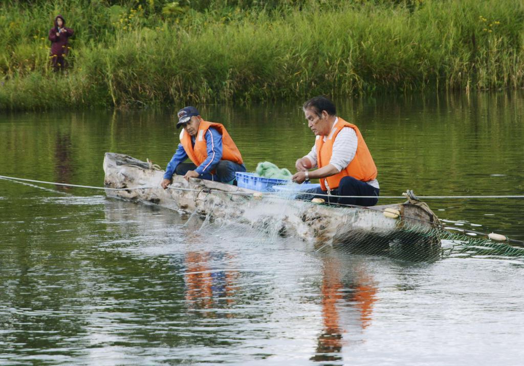 【悲報】北海道職員「そのサケ漁違法」 アイヌ男性「「先住民族の漁は国際的に認められている」