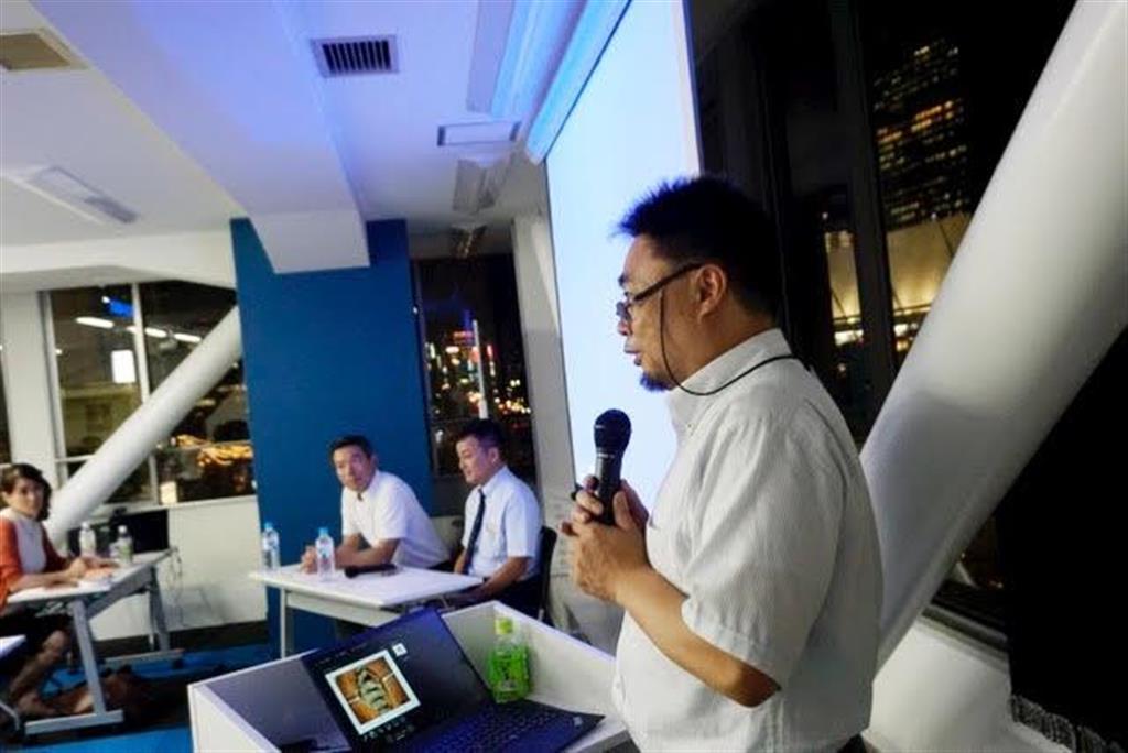 株主向け事業説明会で説明するコトブキメディカルの高山成一郎代表取締役=7月31日、東京・八重洲