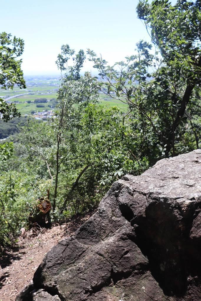 みかも山公園の「謙信の鞍掛石」
