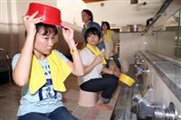 大阪の銭湯で防災訓練 経営者ら風呂おけ頭に避難