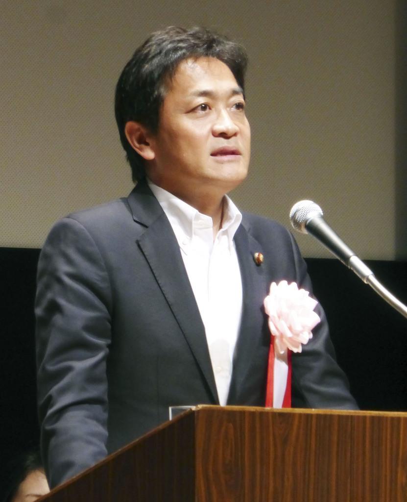 電力総連大会であいさつする国民民主党の玉木代表=4日午後、静岡県伊東市